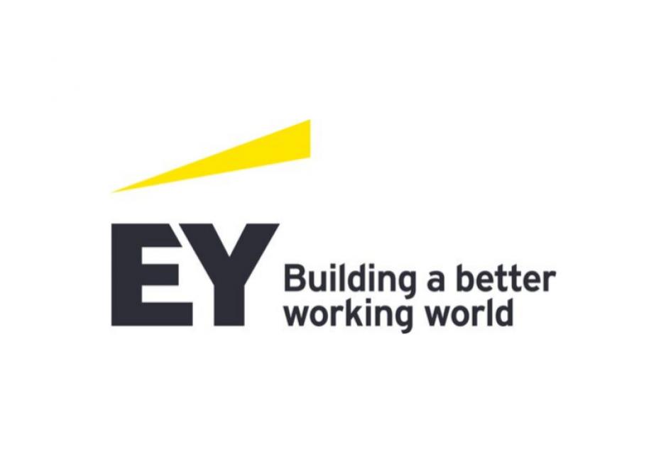 Das Logo von EY